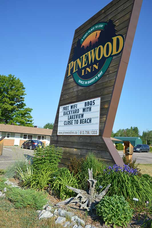 Pinewood Inn sign